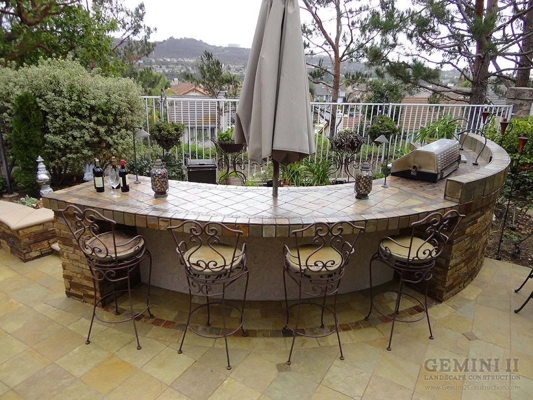Entertainment patio and outdoor bar gemini 2 landscape for Balcony restaurant and bar